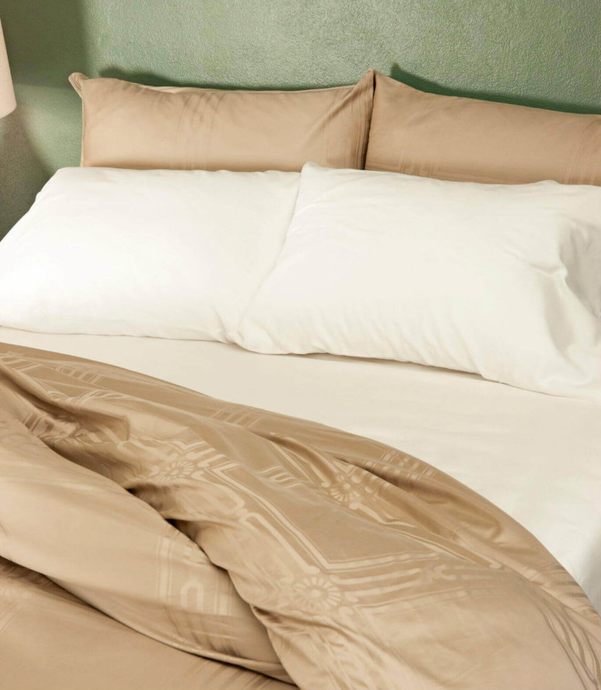 beige-and-white-bedding-by-marialma-1