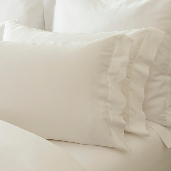 Bed with Marialma's Cosmetic Algae Pillowcase Set