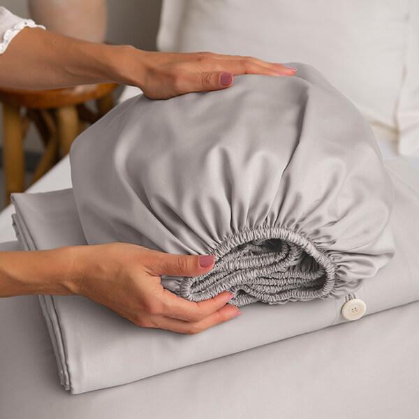 Marialma's Sensitive Zinc Duvet Covet Set on top of a bed
