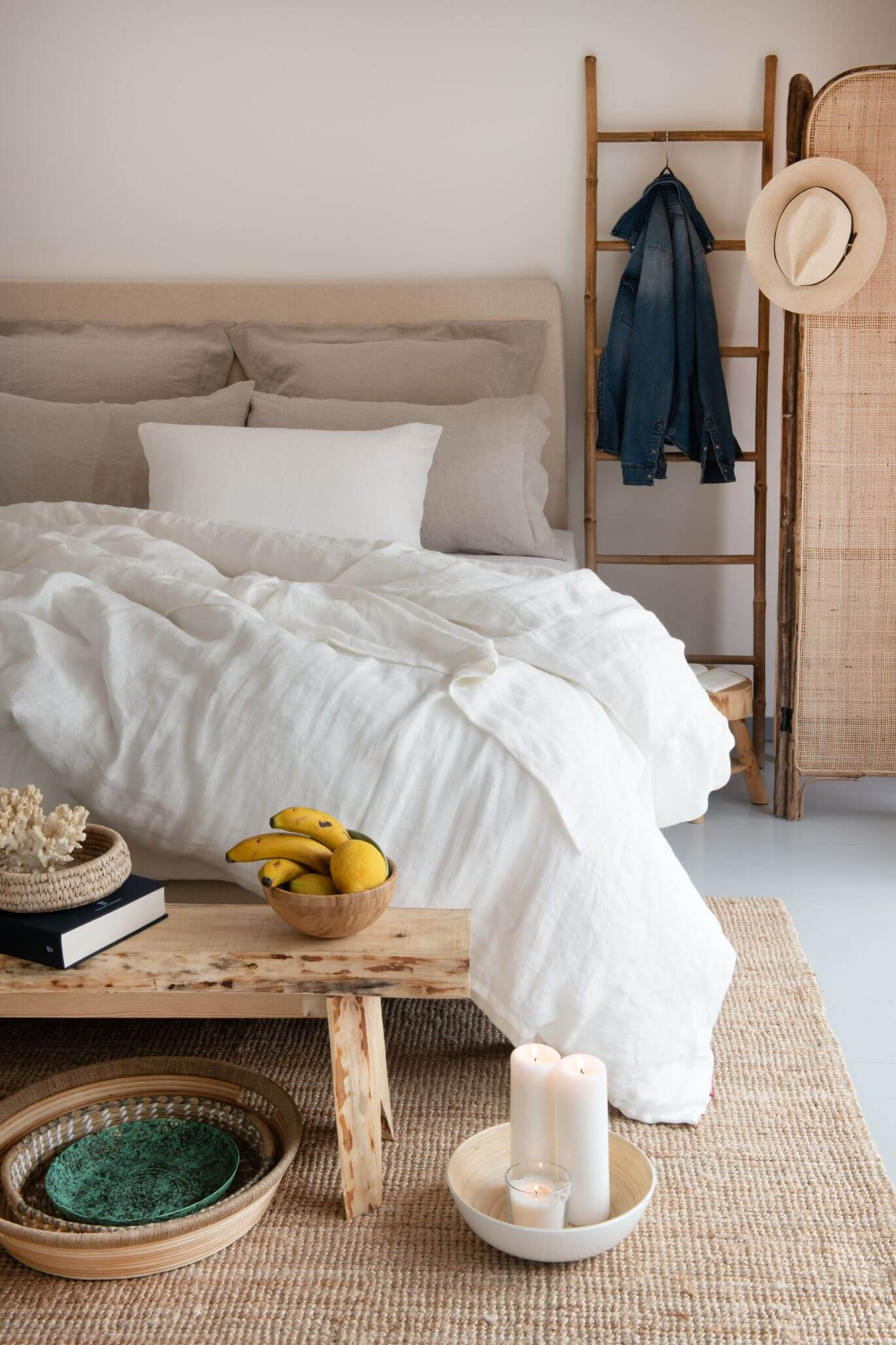 Bedroom with Marialma's hemp bed sheets and earth tones